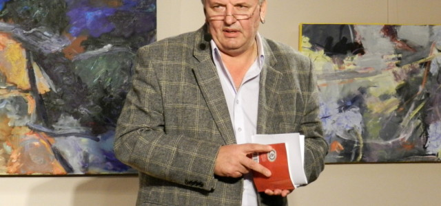 Adrian Alui Gheorghe preia, oficial, Biblioteca Judeţeană