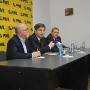 """Ursărescu, dezvăluiri despre Arsene după ruperea USL: """"A fost mîngîiat pe creştet la Bucureşti, apoi a s-a întors şi a schimbat oamenii PNL"""""""