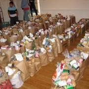 Pîinea cea de toate zilele pentru 8000 de oameni. Cadou de la primăria pietreană.