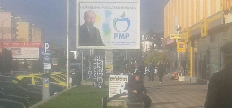 Băsescu, cu barbă la Piatra Neamţ. Afişaj electoral vandalizat la PMP