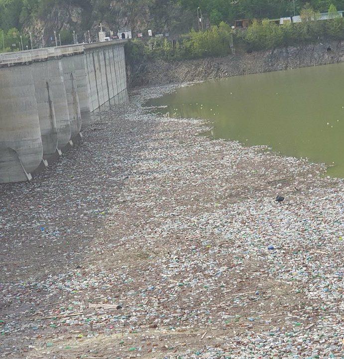 Neamţ: Ministrul Mediului, reacţie dură pe subiectul gunoaielor de pe Lacul Bicaz