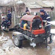 Localităţi din Neamţ, inundate şi fără curent electric, în urma ploilor