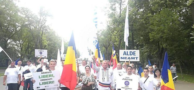 Prezenţă de ţinută a organizaţiei ALDE Neamţ la mitingul de la Bucureşti
