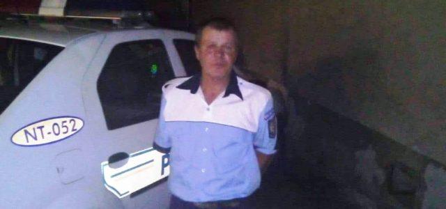 Neamţ: a băut, s-a îmbrăcat în poliţist şi a ieşit în stradă să dirijeze circulaţia