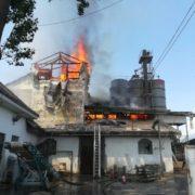 Nouă maşini de intervenţie pentru incendiul de la Moara Petricani