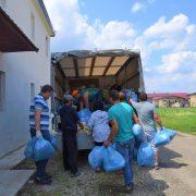 Piatra Neamţ: Donare masivă de îmbrăcăminte şi jucării