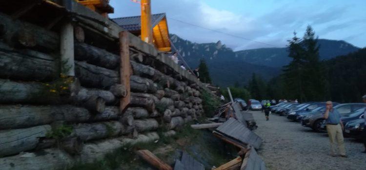 Tragedie la Durău: S-a prăbuşit o balustradă, cu tot cu 14 oameni