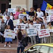 ALDE a organizat mitingul pentru susţinerea mamei şi copiilor Smicală