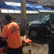 Maşină în stâlp la Pipirig. Două victime, una încarcerată