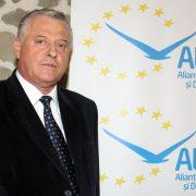 PNL pierde în sondaje, ALDE creşte