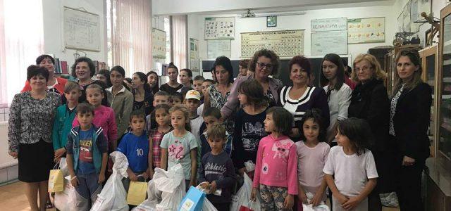 """""""Codrin – Ocrotiți copiii ce vor rămâne doar copii"""". Acţiune umanitară la Români"""