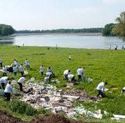 Campania de curăţenie naţională la Neamţ: aproape 8000 de saci cu gunoaie, mediatizare inexistentă
