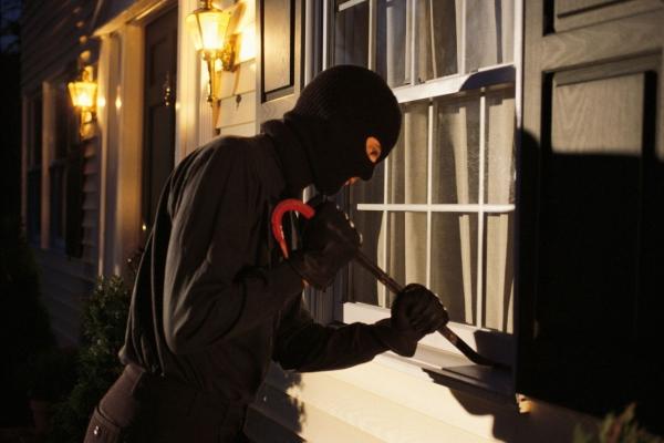 Hoţul care a operat noaptea în Trifeşti, arestat