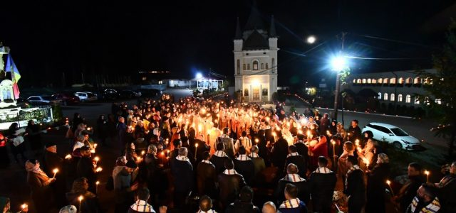 Neamţ: Procesiune la moaştele mai multor sfinţi la Mănăstirea Nechit