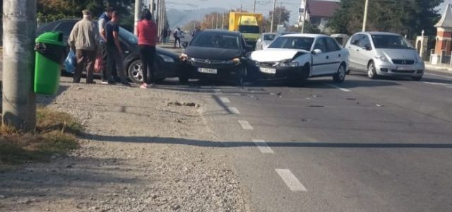Femeie de 30 de ani, victimă într-un accident cu trei maşini la Dumbrava