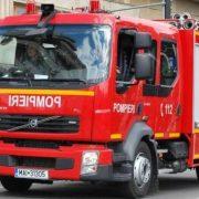 Neamţ: un microbuz a luat foc în faţa Spitalului Judeţean