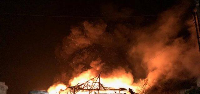 Cinci ore de luptă cu focul şi pagube uriaşe la Târgu Neamţ