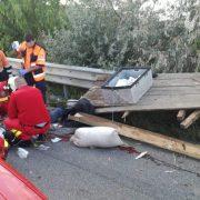 Grav accident în comuna Ştefan cel Mare. Un căruţaş şi-a găsit sfârşitul între două maşini