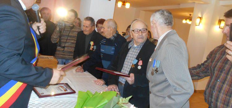 Eveniment special la Primăria Alexandru cel Bun: premii pentru veterani şi mirii de aur