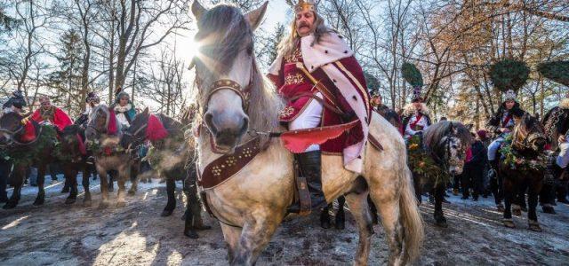 Piatra Neamţ: Mari domnitori ai României, călare prin centrul oraşului