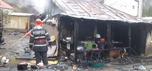 """Familia cu locuinţa arsă într-un incendiu la Târgu Neamţ este sprijinită de Primărie. """"Numai să coopereze"""", spune primarul"""