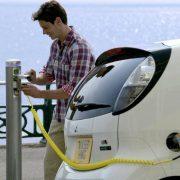 Piatra Neamţ: şase staţii de încărcare pentru vehicule electrice. A fost deja înmatriculată prima maşină electrică