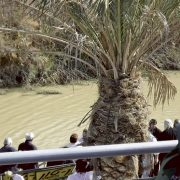 De Bobotează, apele Iordanului se întorc înapoi