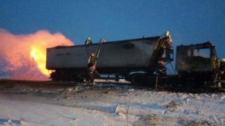 Neamţ: un autocamion plin cu gunoaie a luat foc la Borca