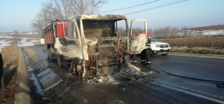 Camion ars la Cârligi