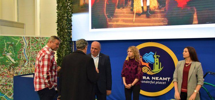 Un ecran LED de 15 mp prezintă Piatra Neamţ la Târgul de Turism al României!