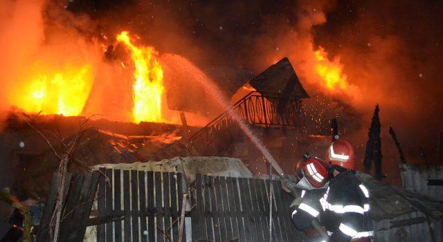 Neamţ: Pompierii au salvat din incendii bunuri de 719 mii lei