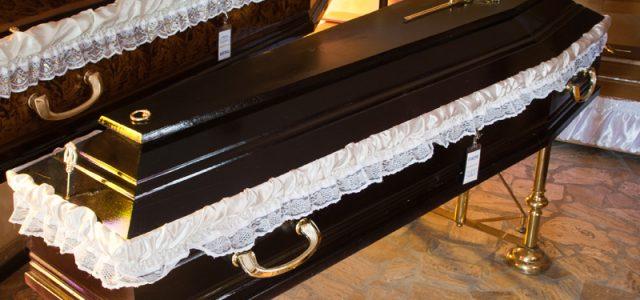 Tragedie sfâşâietoare la Văleni: tată şi fiu, îngropaţi în aceeaşi zi, în acelaşi mormânt
