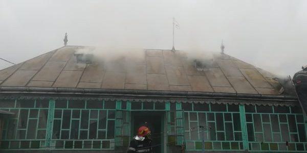 Neamţ: o butelie explodată a aruncat casa în flăcări