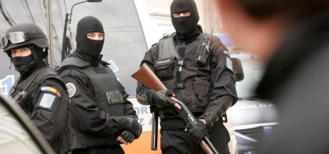 Poliţist reţinut pentru constituirea unui grup infracțional organizat!
