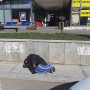 Somn liniştit la soare, în parcarea UNIC. Nefiresc, dar nu-i pasă nimănui…