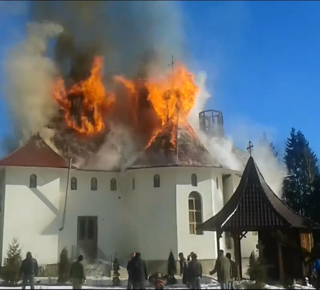 ISU Neamţ: în cazul unui incendiu în biserică, femeile şi copiii pleacă primii