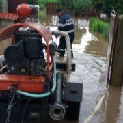 Neamţ: două persoane evacuate, zeci de gospodării afectate. Deversări controlate ale Hidroelectrica