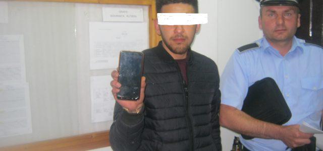 Piatra Neamţ: Politiştii locali au prins doi tineri care au jefuit o fetiţă