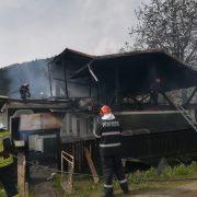Focul loveşte din nou la Gârcina: a treia casă în 8 zile