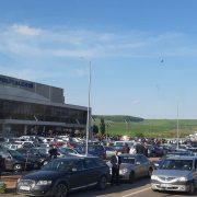 În aşteptarea candidaţilor PNL, Piatra Neamţ, blocat de la Spital la Sala Polivalentă!