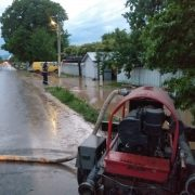 Inundaţii Neamţ: Curţi, case şi subsoluri inundate, podeţe afectate, arbori prăbuşiţi