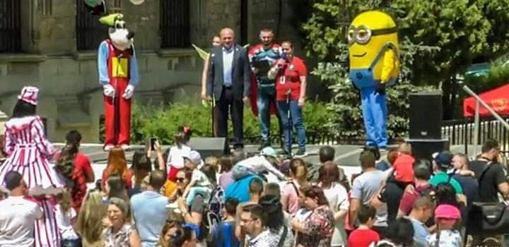 Caravana Copilăriei la Piatra Neamţ: A fost minunat! Copiii noştri şi copiii din noi au fost foarte încântaţi!!