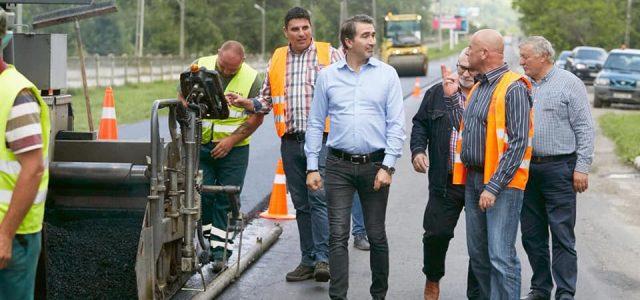 """Părea imposibil, dar se face: Drumul Piatra Neamţ-Bicaz, în plină asfaltare. Arsene: """"În două-trei săptămâni va fi gata!"""""""