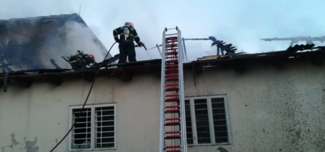 Moara din Făurei a luat foc! 40 de buteli de oxigen, evacuate! Cinci echipaje de pompieri militari lucrează la stingerea incendiului