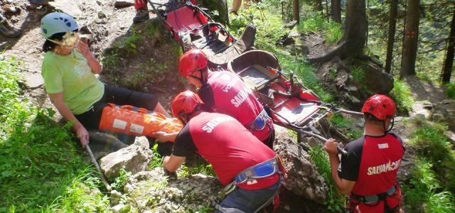 Salvare riscantă în masivul Ceahlău. Turist german identificat cu o dronă. Cinci ore de intervenţii dificile