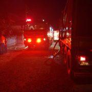 Incendiu puternic la Zăneşti: Trei locuinţe, două gospodării şi ore întregi de intervenţie a pompierilor