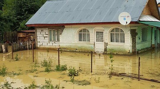 Piatra Neamţ: Sinistraţii din Văleni, ajutaţi de Primărie