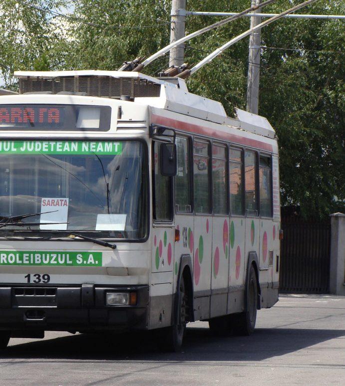 Piatra Neamţ: Troleibuzul, spinul din coasta primăriei