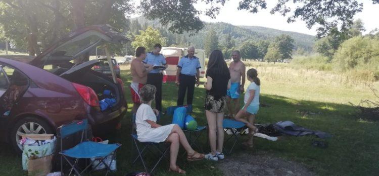 Ei, da! Poliţiştii s-au dus la picnic şi i-a avertizat pe oameni cum să nu fie jefuiţi!