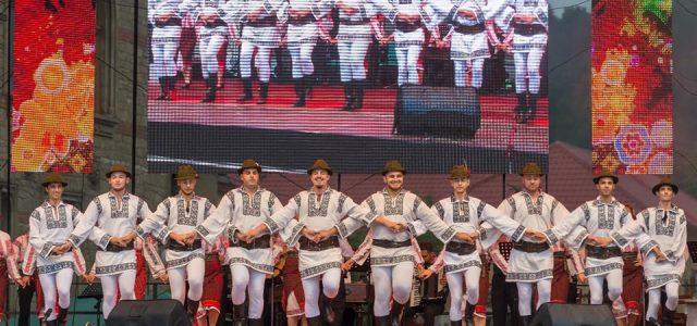 Festivalul Internaţional de Folclor. Ce formaţii vor concerta astăzi şi în zilele următoare?